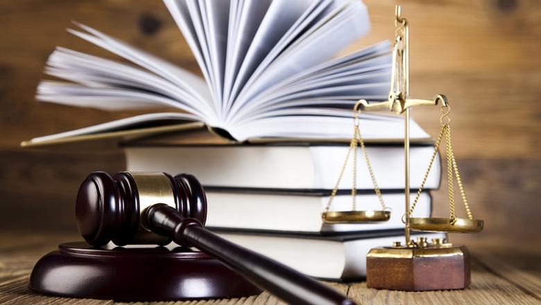 Адвокаты, нотариусы и судебные исполнители обязаны работать в период чрезвычайного положения
