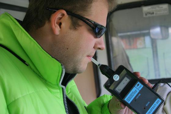Больше ни одного стакана: МВД настаивает признавать водителя пьяным с 0,2 промилле алкоголя в крови