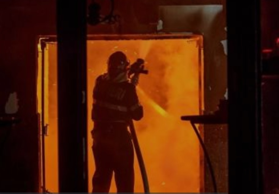 Пожар в Кишинёве: к месту ЧП прибыли два экипажа спасателей