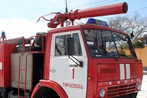 В Приднестровье вместе с травой сгорела и машина