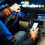 В Молдове могут увеличить штрафы за разговоры по телефону для автомобилистов, велосипедистов и пешеходов с тележками