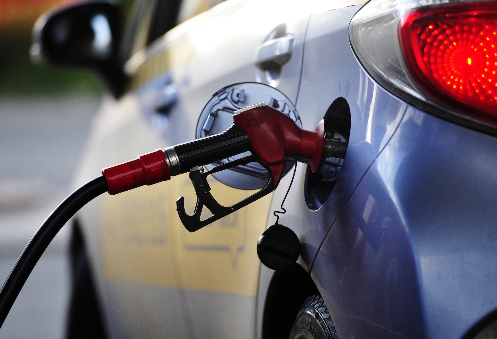 Дежавю: решение НАРЭ о росте цен на бензин и дизтопливо снова приостановлено
