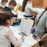 В столичных школах хотят сместить расписание уроков из-за загруженного трафика по утрам