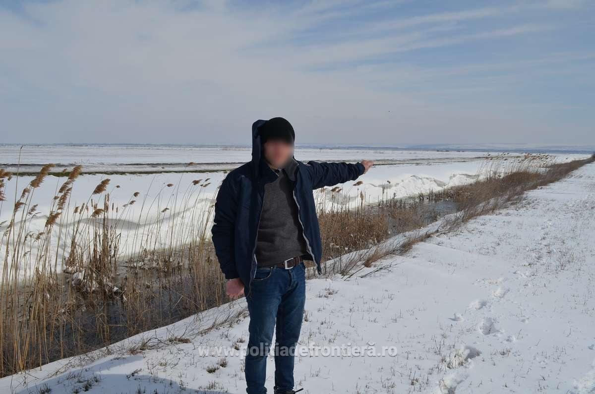 Двое молдаван с уголовным прошлым пытались попасть в Румынию, переплыв Прут на камере от трактора (ВИДЕО)