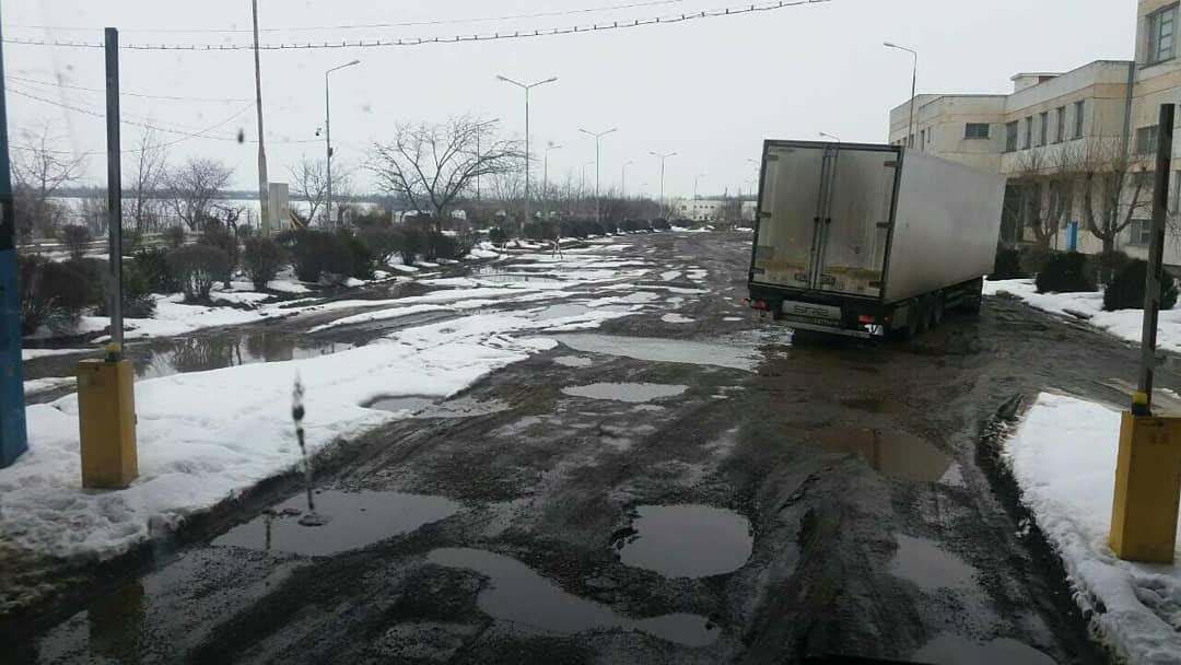 Как после бомбардировки: ужасающее состояние таможни Албица сняли на фото