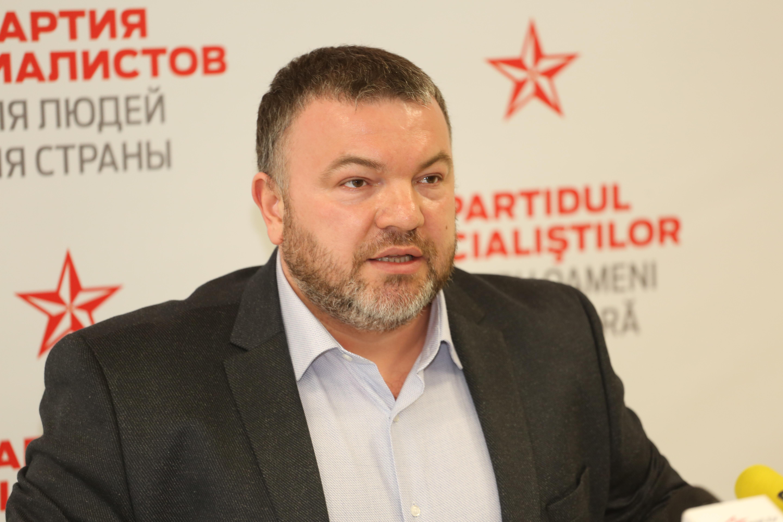 Социалисты потребовали от примэрии Кишинева срочно начать ремонт дорог