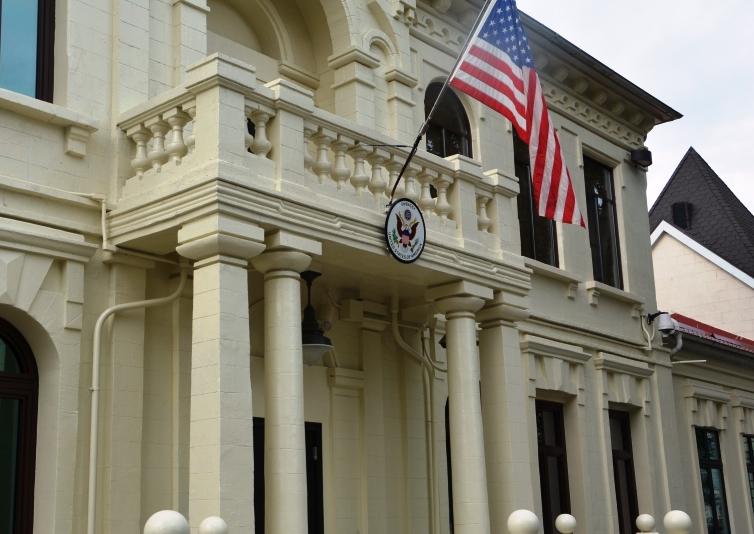 """Посольство США """"оценило"""" решение правительства разрешить строительство нового офиса на месте Республиканского стадиона"""