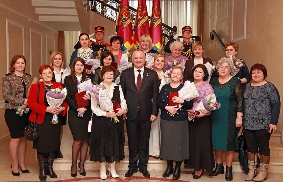 По случаю 8 Марта Игорь Додон наградил выдающихся женщин страны (ФОТО)