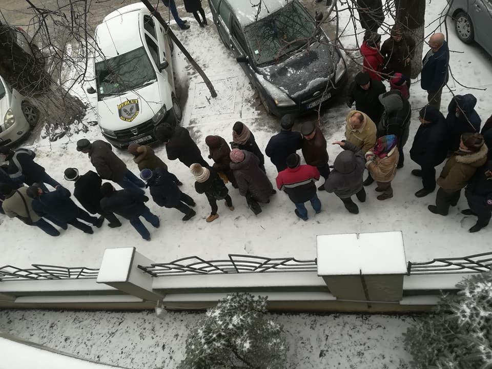 Выборы президента России: на участке в Кишиневе образовались огромные очереди (ФОТО, ВИДЕО)