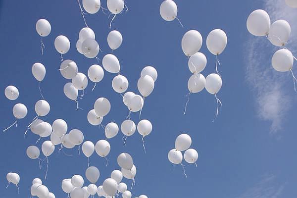 В небо над Кишиневом выпустят белые шары в память о жертвах пожара в Кемерово