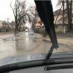 Столичные улицы превратились в реки: машины по ним не едут, а плывут (ФОТО)
