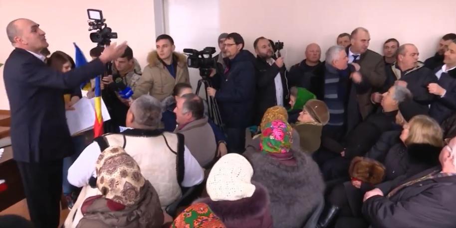"""Исподтишка и обманом: как на самом деле в Садова приняли декларацию об """"унире"""" (ВИДЕО)"""