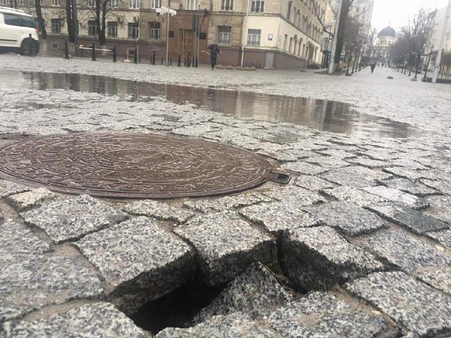 Обещания Киртоакэ продолжают рушиться: на пешеходной улице Дога замечена первая дыра (ВИДЕО, ФОТО)
