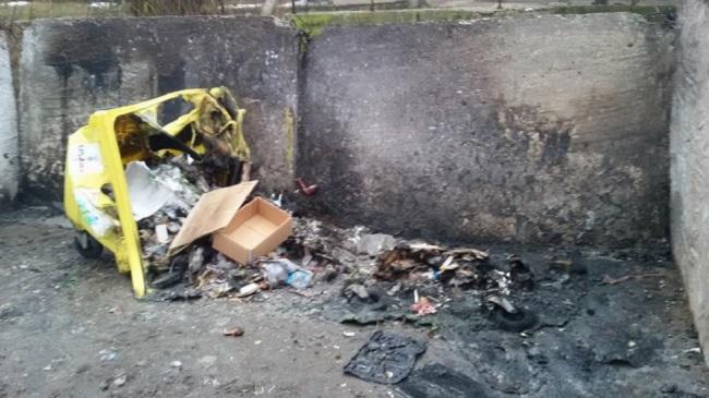 Вандалы из Яловен перешли на новый уровень – сожжение мусорных баков (ФОТО)
