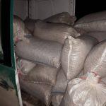 Мужчина пытался незаконно ввезти в Молдову грецкие орехи на сумму более 100 тысяч леев (ФОТО)