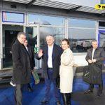Обычный рейс, эконом-класс и лоукостер: президент возвращается домой из Германии (ФОТО)