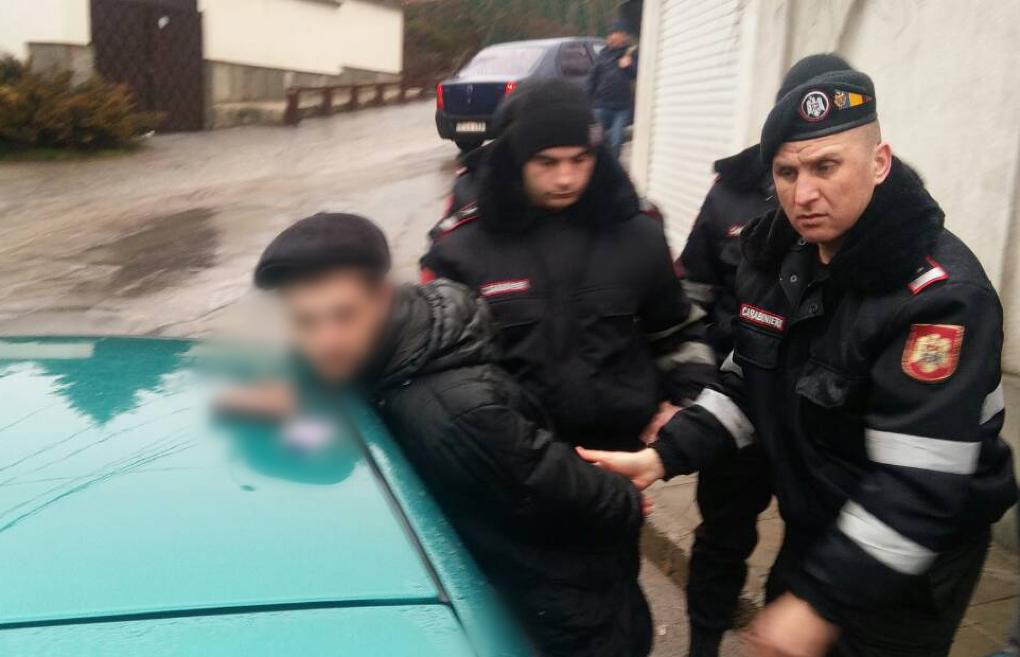 Двое пьяных мужчин в Кишиневе спровоцировали ДТП и обматерили карабинеров (ФОТО)