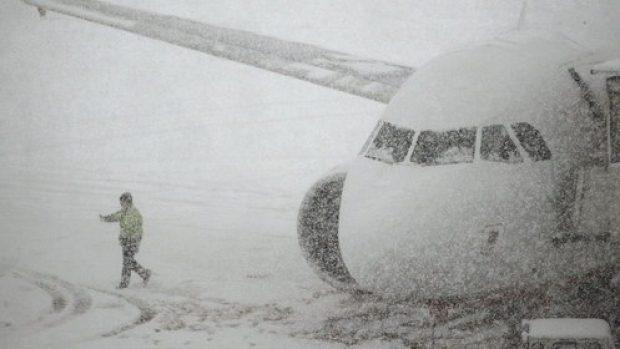 Снегопад нарушил работу аэропорта Кишинева: бухарестский рейс отменен