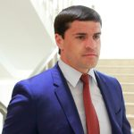 """No coment: Цуцу продемонстрировал самое """"скоростное"""" чтение у парламентской трибуны (ВИДЕО)"""