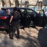 Наркоторговцев арестовали во время продажи героина полицейскому под прикрытием (ВИДЕО)