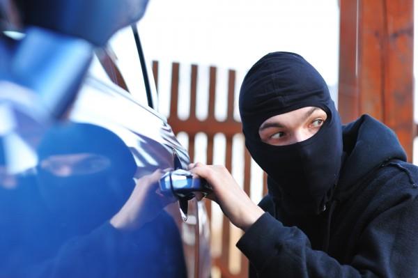 Орудовавшие в Кишиневе серийные взломщики машин отданы под суд (ВИДЕО)