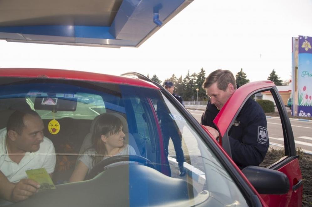 За последние сутки больше человек покинули Молдову, чем посетили