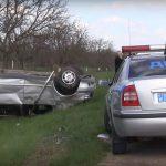 Жуткое ДТП в Приднестровье: машина перевернулась несколько раз, водитель остался в живых (ВИДЕО)