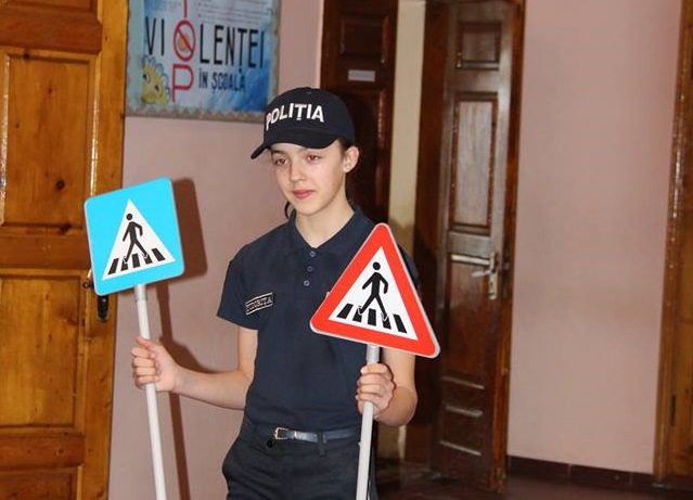 В канун праздников НИП напоминает детям и их родителям о 5 правилах поведения на дорогах