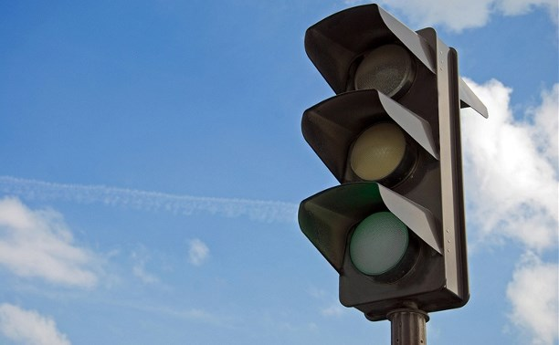 На оживлённом перекрёстке в центре столицы не работает светофор