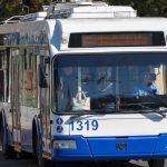"""Несколько троллейбусов """"столпились"""" у здания цирка из-за повреждения сети (ВИДЕО)"""