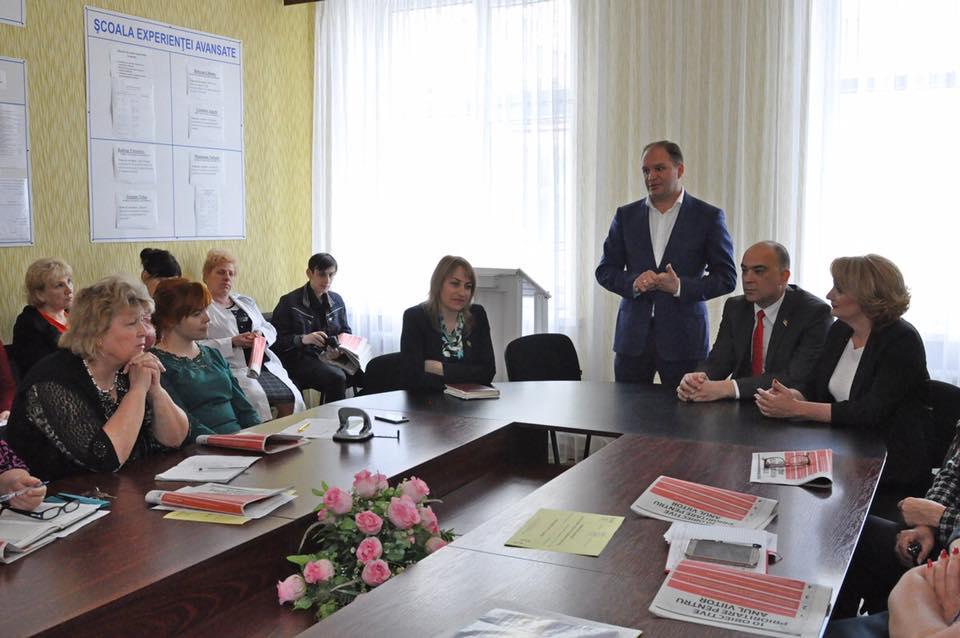Ион Чебан на встречах с педагогами в Крикова: Низкий поклон вам! (ФОТО)