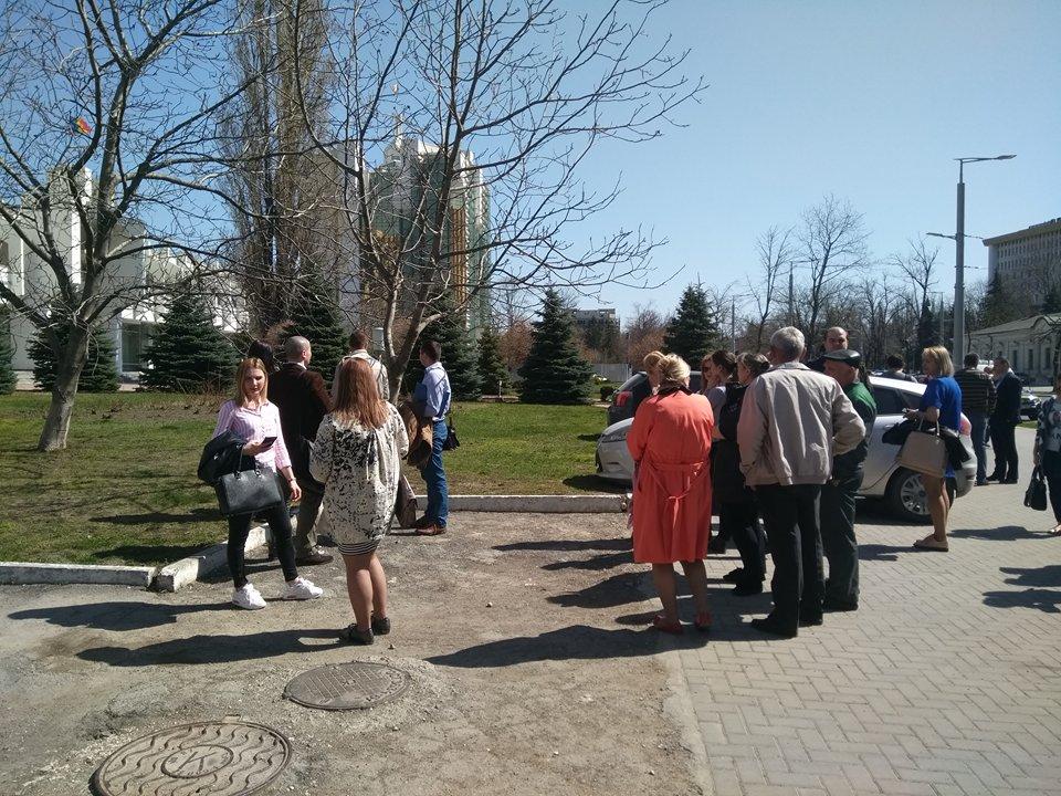 Полиции вновь сообщили о бомбе, заложенной в здании суда Кишинева