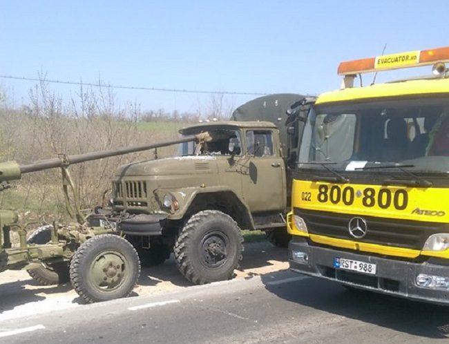 Курьезное ДТП в Кишиневе с участием военной техники насмешило пользователей соцсети (ФОТО)