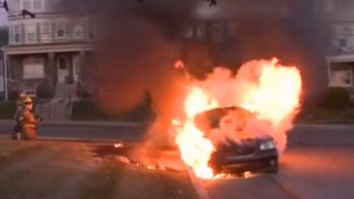 На столичной улице загорелся и взорвался автомобиль
