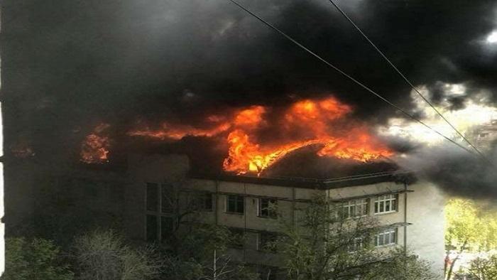 Родителей детского сада №8, находящийся неподалёку от горящего здания Академии наук, просят срочно забрать детей