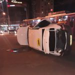 ДТП на Ботанике: от сильного удара машина такси встала на бок (ФОТО)