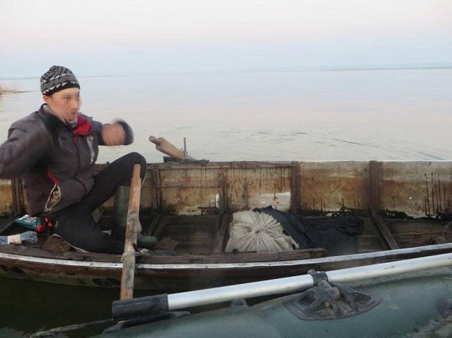 """Хороший """"улов"""" Службы рыбоохраны: 7 браконьеров, 3 км сетей и 20 кг рыбы (ФОТО)"""