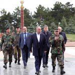 Президент призвал правительство и Минобороны отремонтировать представляющие опасность для граждан конструкции на кишиневском мемориале (ФОТО)