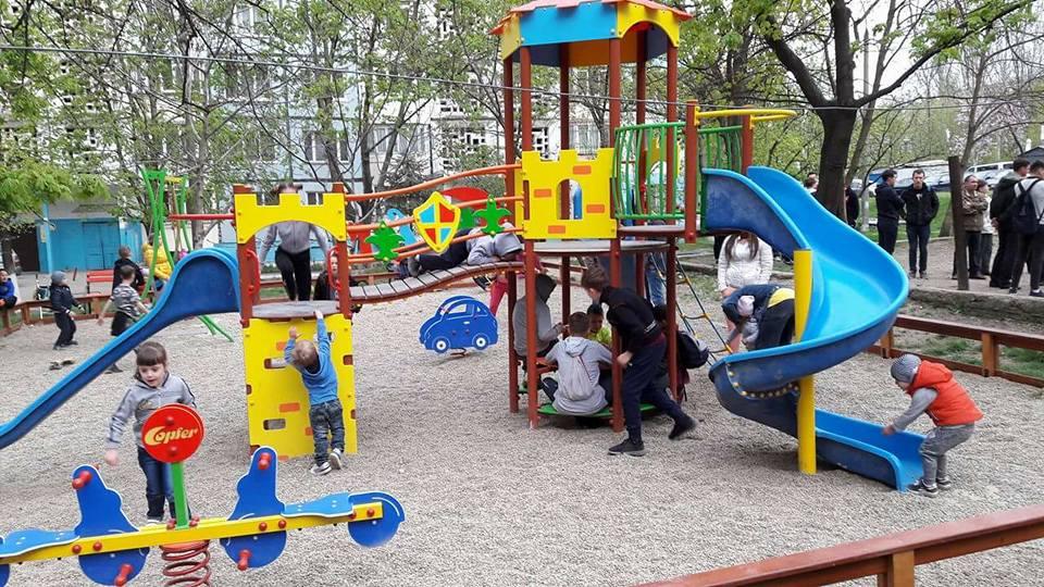Благодаря социалистам в столичных дворах продолжают появляться долгожданные детские площадки (ФОТО)