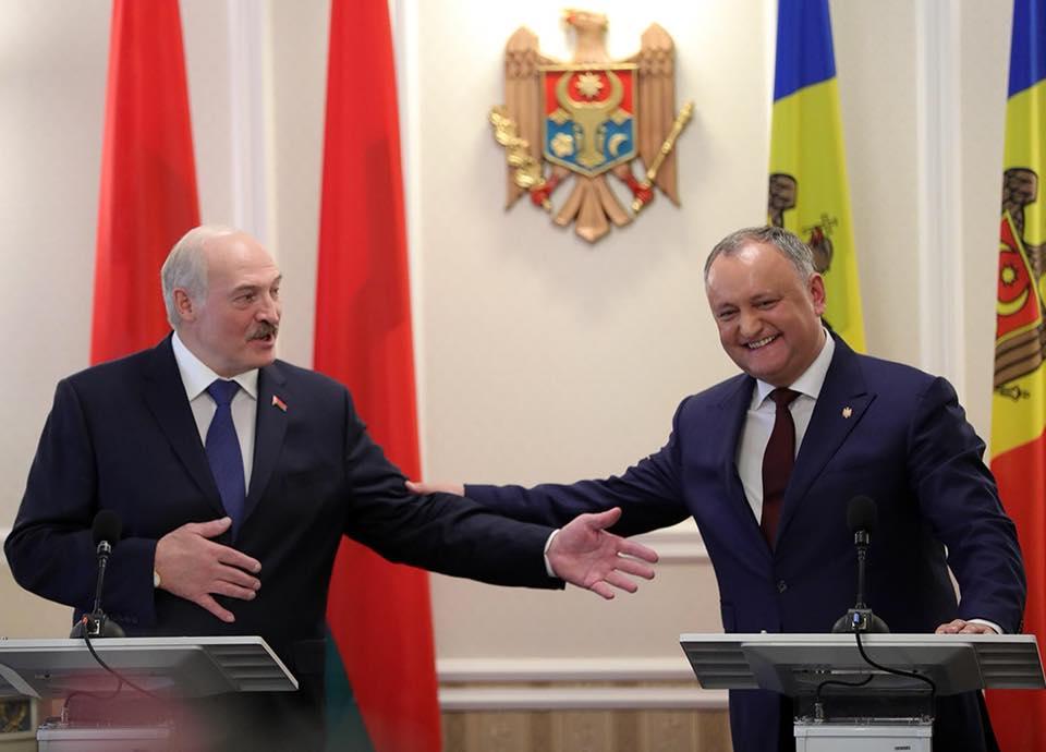 Лукашенко поздравил Додона с днём рождения