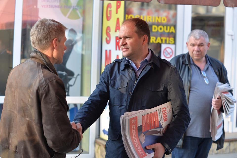 На остановках, улицах и рынках: кандидат ПСРМ продолжает общаться с горожанами (ФОТО)