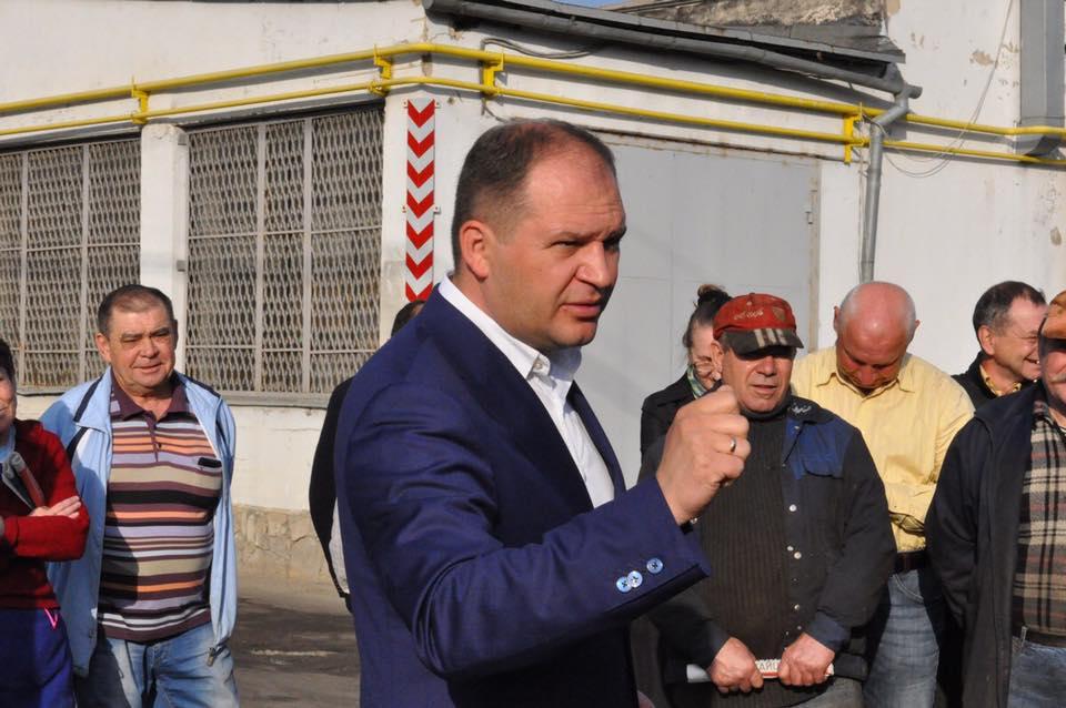 Чебан продолжает общаться с кишиневцами на предприятиях и во дворах жилых домов