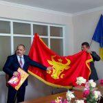 Сказано - сделано: первые 11 примэрий получили по инициативе президента историческое знамя Молдовы (ФОТО, ВИДЕО)