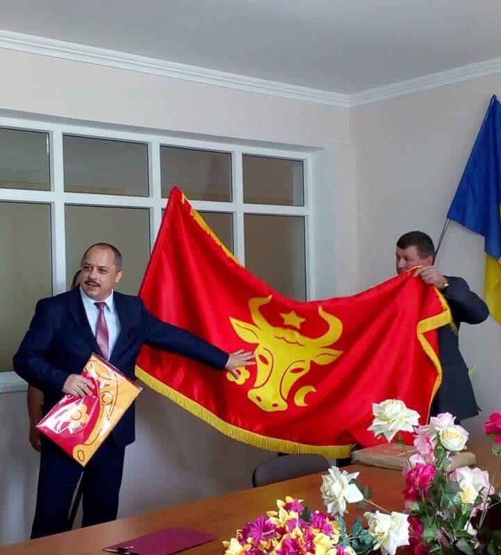 Сказано – сделано: первые 11 примэрий получили по инициативе президента историческое знамя Молдовы (ФОТО, ВИДЕО)