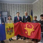 По инициативе президента исторический флаг Молдовы продолжают передавать населенным пунктам страны