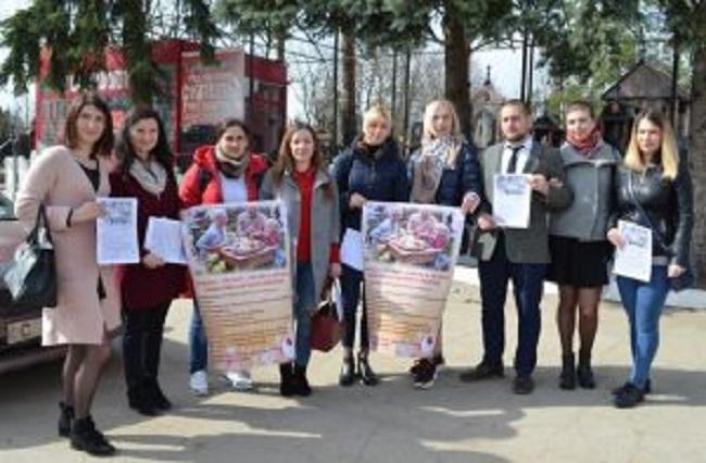 """В канун праздников на кладбищах Кишинёва раздали брошюры с """"золотыми"""" правилами"""