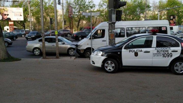 В результате столкновения маршрутки и легковушки пострадали две женщины (ВИДЕО)