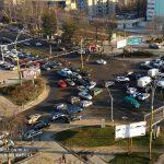 На оживленном перекрестке на Ботанике второй день не могут починить светофор
