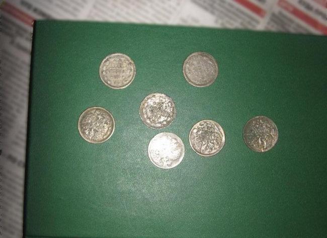 Украинские таможенники нашли у молдаванина коллекционные старинные монеты (ФОТО)
