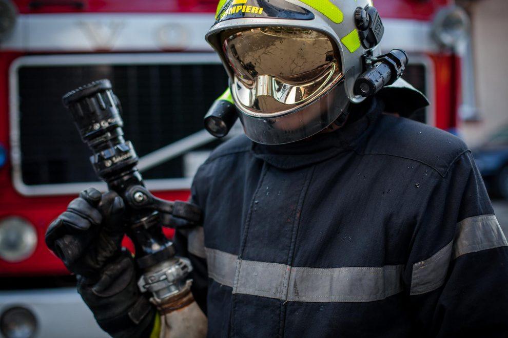 Жилой дом сильно пострадал от ночного пожара в Хынчештах (ВИДЕО)